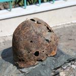 Каска советского солдата, найденная при строительстве храма.JPG