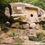Дольмен - место паломничества для туристов