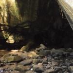 Грот между скалами